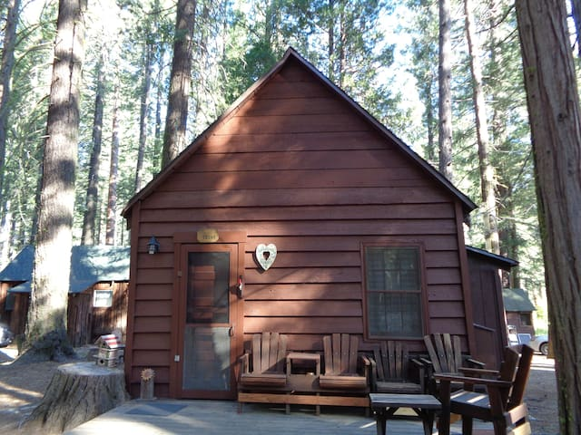 Beautiful mountain setting by the Feather River - Plumas County - Chalet
