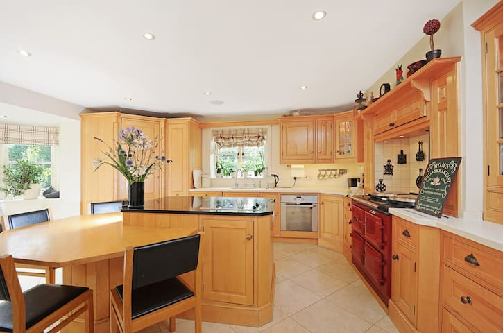 Absolutely stunning COTSWOLD home - books up fast - Winchcombe
