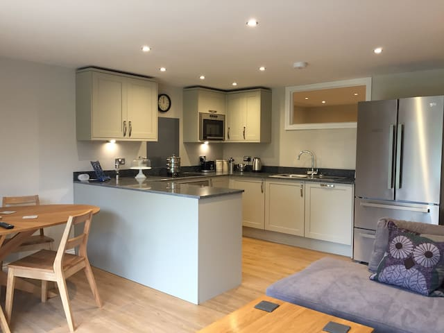 Warbler, 1BR, lakeside apartment - Droitwich Worcestershire  - Hus