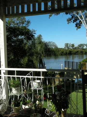 Riverfront paradise close to city - Chelmer - Huis