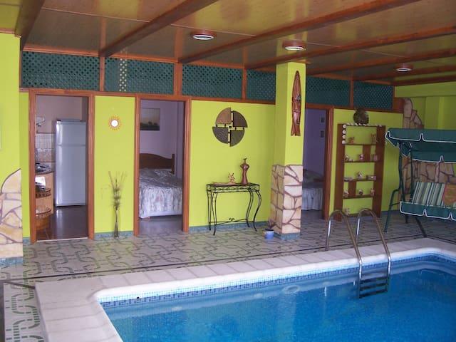 Suitable Dolphin blue heated indoor pool - Arucas - Appartement