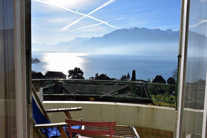 Chambre soignée et déco vintage vue panoramique - Corseaux - Bed & Breakfast