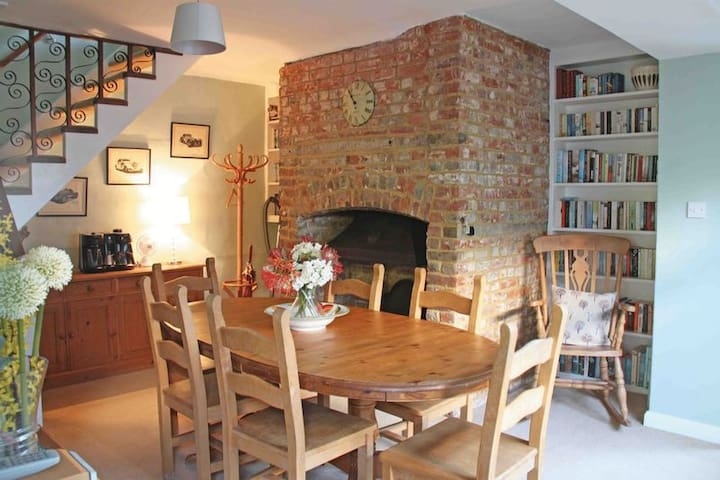An historic cottage in the heart of Canterbury - Canterbury - Hus