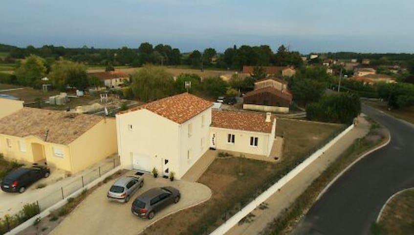 Maison au milieu des vignes - Triac-Lautrait