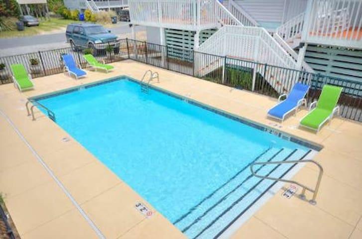 Blockade Runner Villa -Perfect Getaway - Oak Island - Apto. en complejo residencial