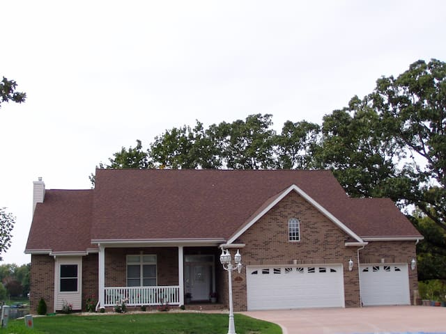 Lakefront home near SIUE & St Louis - Worden - Hus