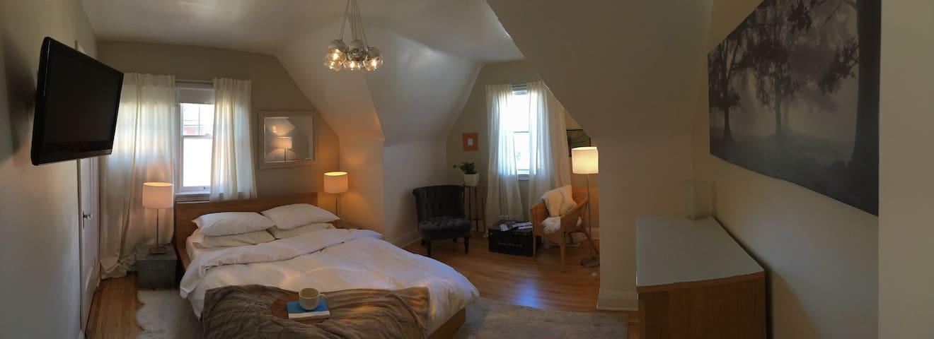 Beautiful Century Home Apartment - Kitchener - Apartament