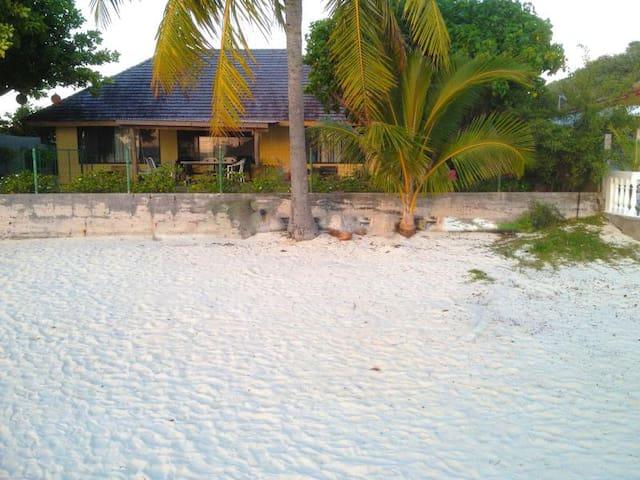 Amazing house on the Matria Beach - Pape'ete - Casa