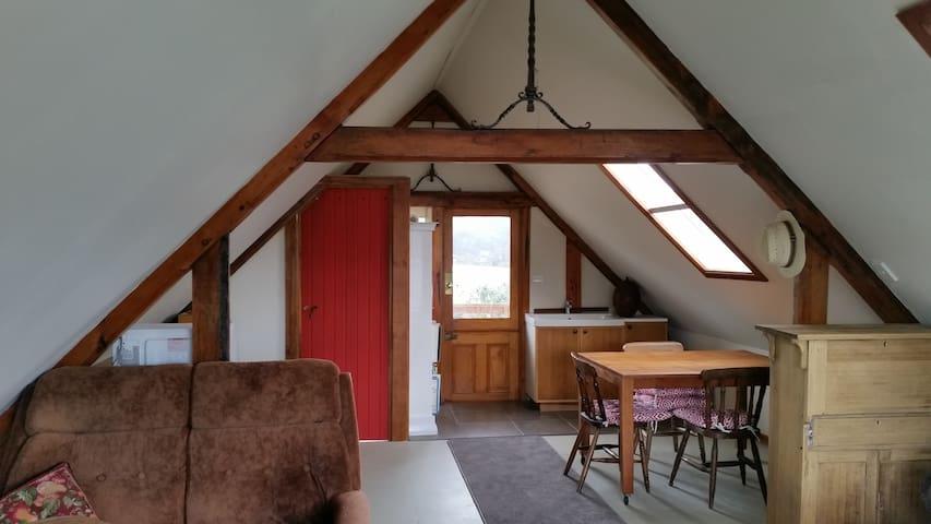 Timber frame studio loft - Deep Bay