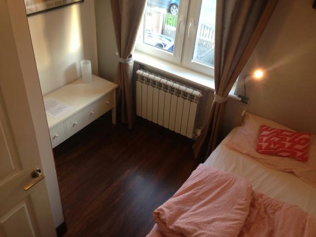 Cozy & bright comfortable private single room - Dublin - Huis