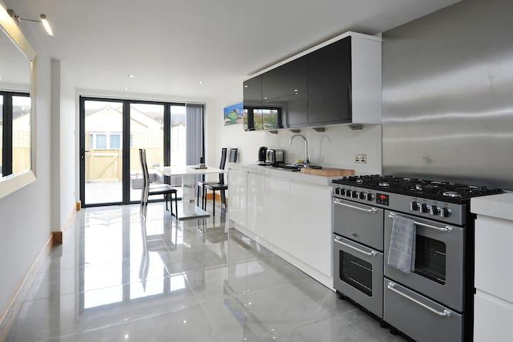The 2nd Apartment - Bath - Apartemen