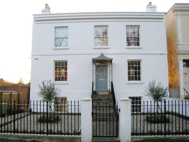 Two bedroom apartment in a Regency villa - Cheltenham - Leilighet