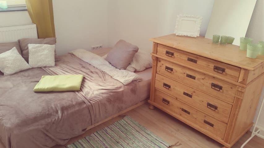 Very central - cozy room in nice shared flat! - Paderborn - Leilighet