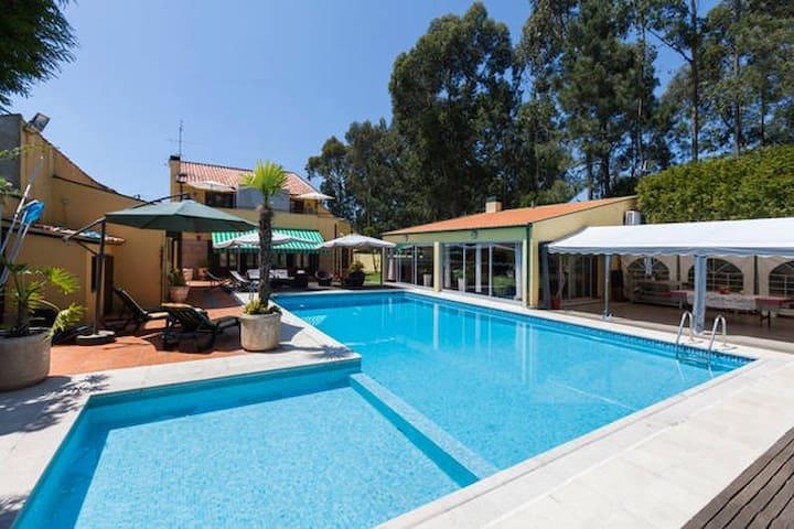 Guesthouse Pool&Sea Espinho Oporto - Anta - Bed & Breakfast