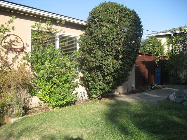 detached garage room..lovely yard - Arroyo Grande - Lägenhet