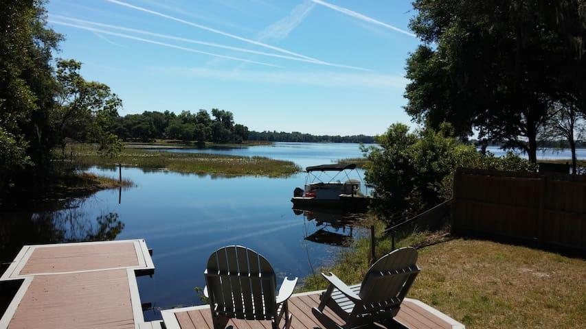Cute lakefront home with dock - Hernando - Rumah