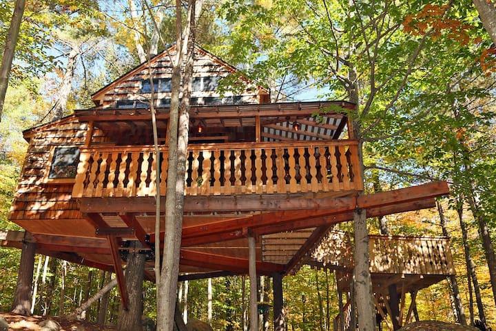 Amazing Two-Story Treehouse Near Skiing and Lake - Newbury - Trädhus