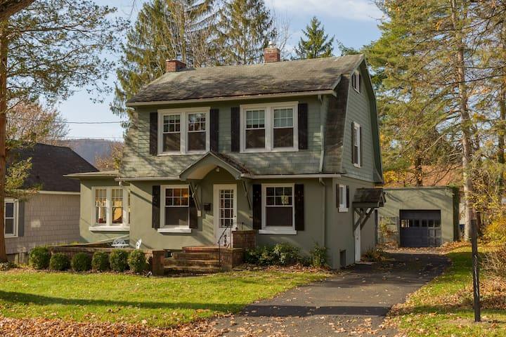 Enchanted Cottage on Glen - Elmira - House