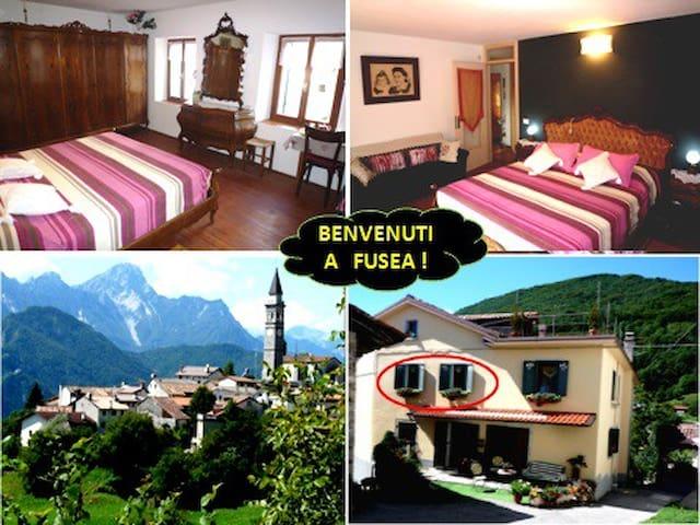Grande camera per 2 con bagno Alt 696.(pos. bimbo) - Tolmezzo - Huis