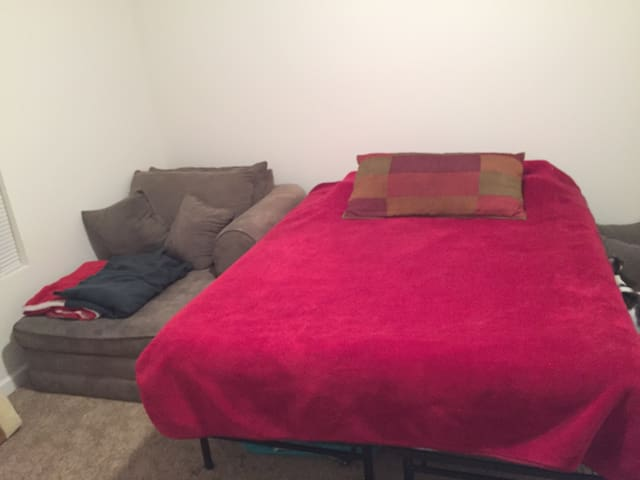 Cozy room with a great bed! - Moscow Mills