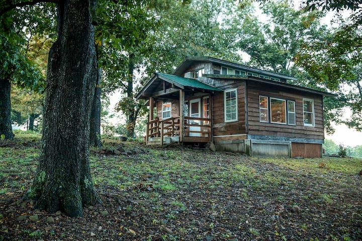 Cozy Ozark Cabin near Fayetteville-views - Fayetteville - 小屋