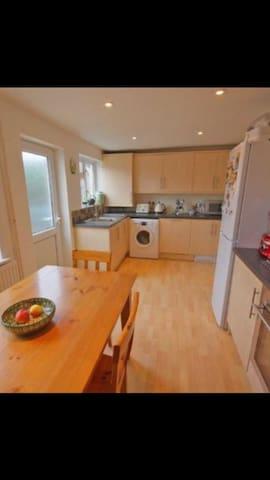 Central Cheltenham - 2 bed House - Cheltenham - Hus