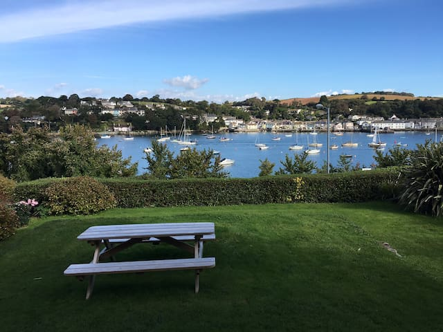 Centrally Located Stylish Apartment - Falmouth - Appartement