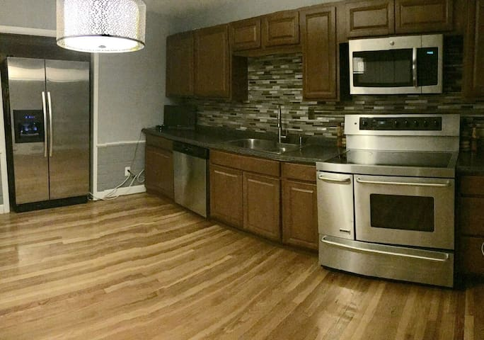 NEW PRIVATE APT 1 TO 5 BED PC AREA - Providence - Leilighet