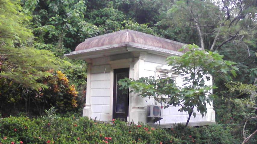 墾丁有山有海有蝶影有鷹的檜木桶溫泉小木屋 - Mudan Township