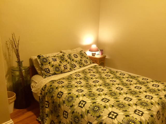 Cozy room in downtown area - Biddeford