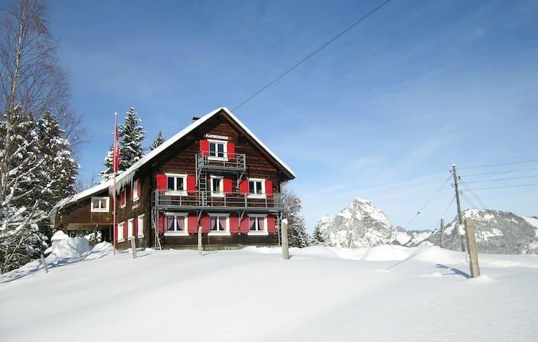 Flamberghuis (20-50 P.) an idyllischer Lage - Stoos - Haus