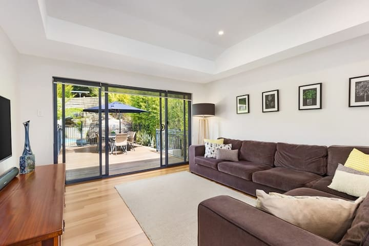 Contemporary Resort-style Home!! - Chatswood - Ev