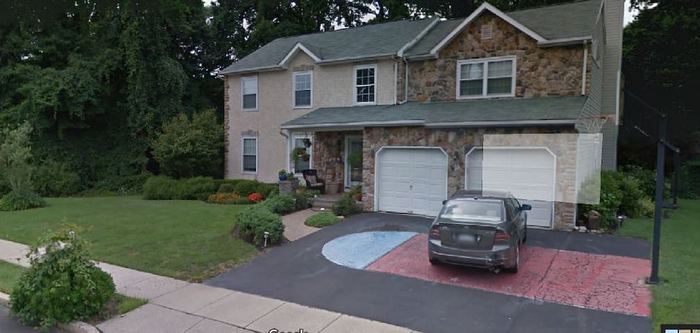 Jam with extras:business or family: LOCATION - Langhorne - Hus