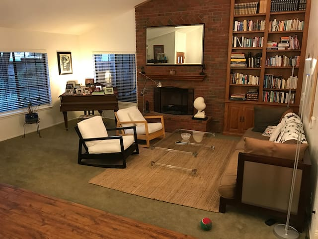Cozy home from home, 15 minutes from Malibu. - Agoura Hills