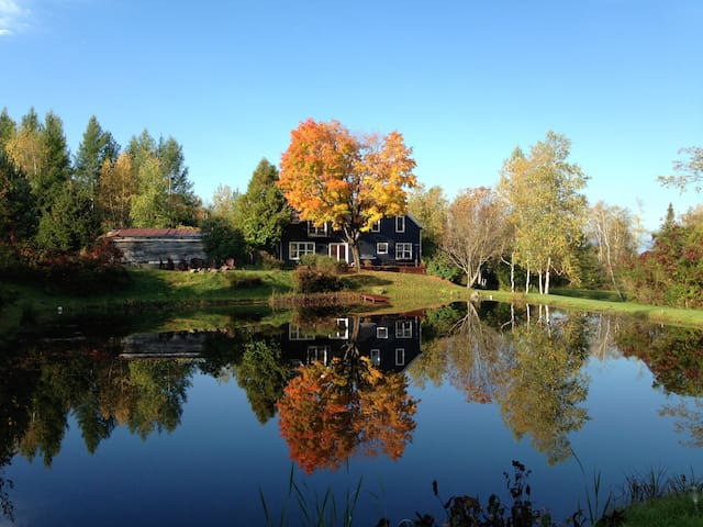 Stunning Country Home with Pond - Bolton-Ouest - Hus