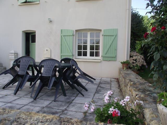 Chambre pour 1 ou 2 personnes - Mareuil-sur-Lay-Dissais - Hus