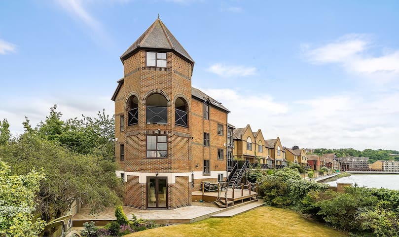 Fabulous Spacious Riverside House - Rochester - Hus