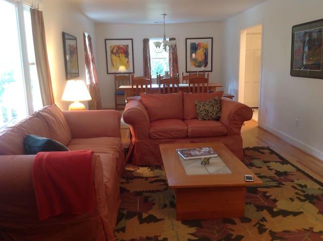 Brick home with golf course views! - Ashland - Rumah