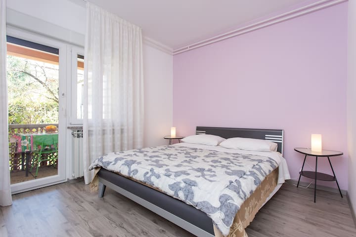 Purple double bedroom near Rijeka - Matulji