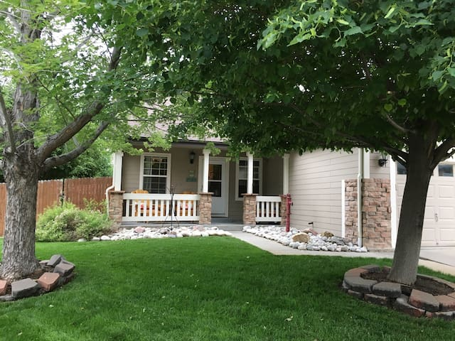 Cozy, clean basement suite 6-7ppl - Thornton - Haus