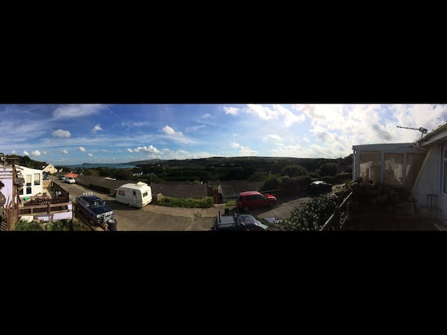 Seaview Bungalow on a Private Road in Goodwick - Goodwick