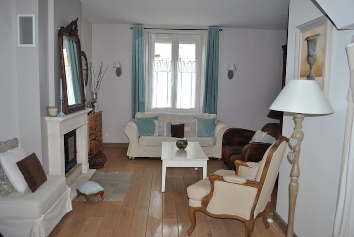 Maison d'habitation à louer pour 24h du Mans - Arnage - Casa