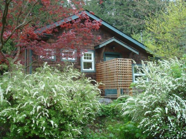 East Creek Studio - Roberts Creek - Casa de campo