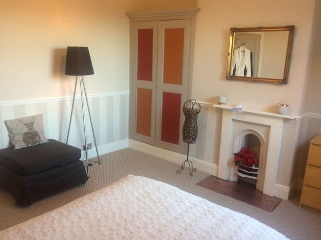 Double bedroom in Victorian house - Derby - Haus