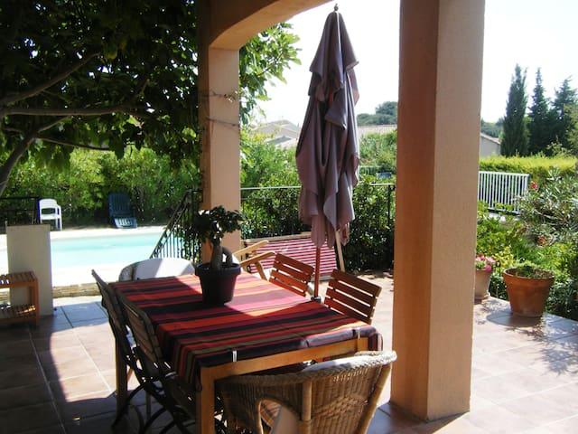 Villa provençale dans village - Châteauneuf-du-Pape - Haus