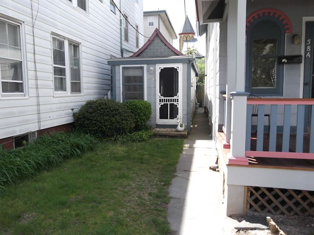 Former tent, current cottage in Ocean Grove - Neptune Township - Bungalow
