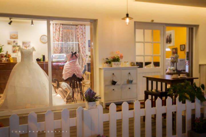 東勢山城精緻民宿,雙人房、三人房、四人房,古色古香老屋浴廁 - Dongshi District - Bed & Breakfast