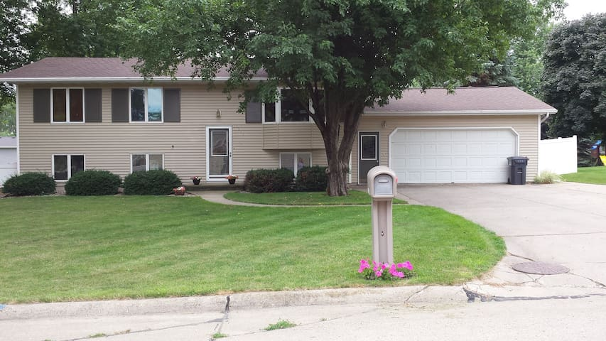 Spacious, warm, home away from home! - Sioux Center - Talo