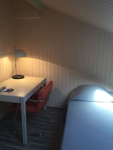 Small private room, in the middle of the town - Niza - Apartotel