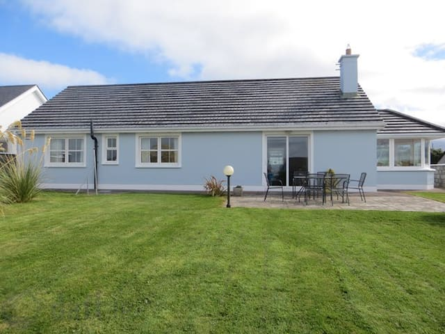 Seaside home on the wild Atlantic Way - Fenit - Hus
